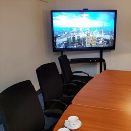 4K interactive touch screen in meeting room